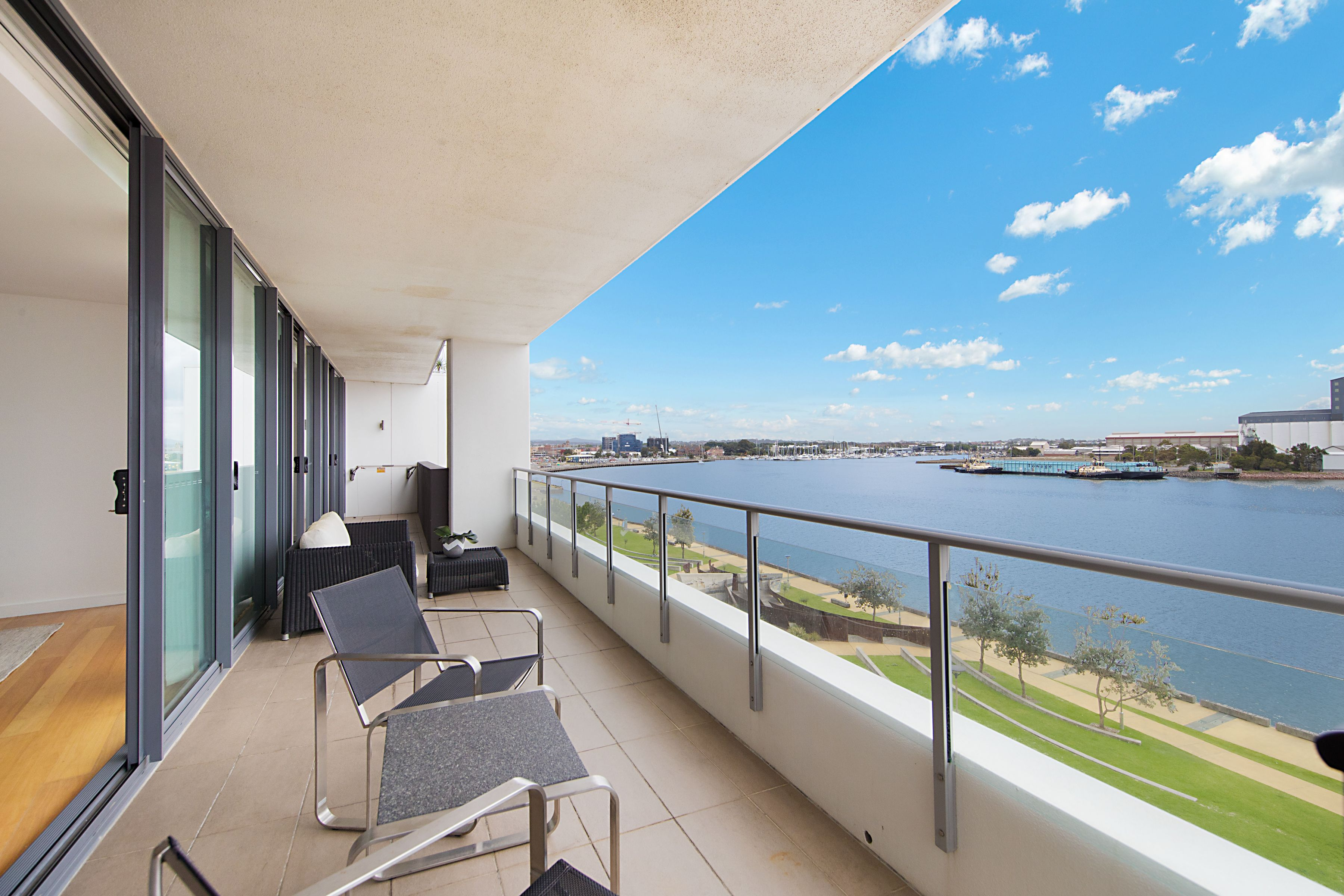 402/15 Honeysuckle Drive, Newcastle
