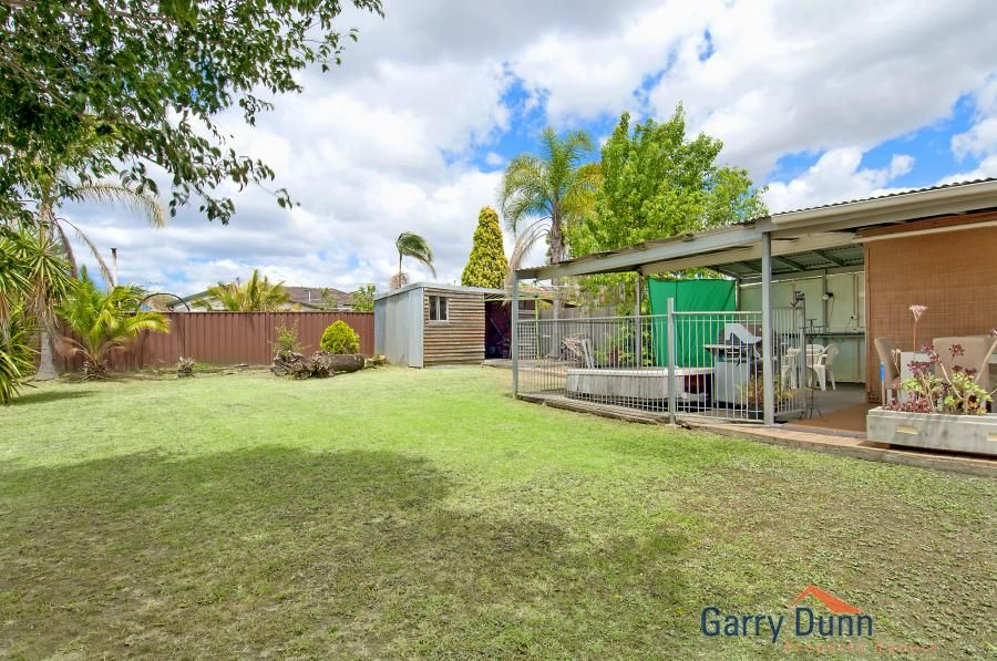 18 Dunrossil Ave, Casula
