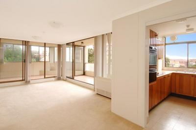 RESORT SYLYE LIVING IN THE HEART OF BONDI JUNCTION!
