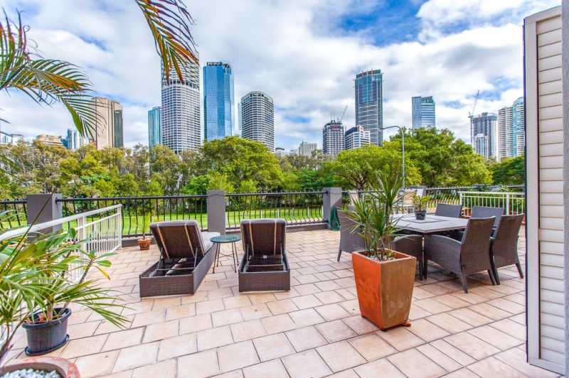 36 MacDonald Street, Kangaroo Point, QLD