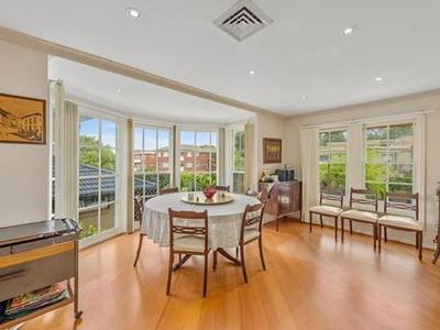 PERFECTLY LOCATED CORNER POSITION- 5 BEDROOM ENORMOUS FAMILY HOME