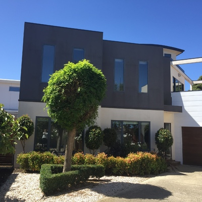 LOW MAINTENACE TOWNHOUSE IN THE PERFECT LOCATION