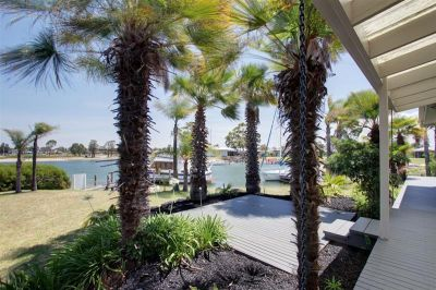EXCLUSIVE WATERFRONT