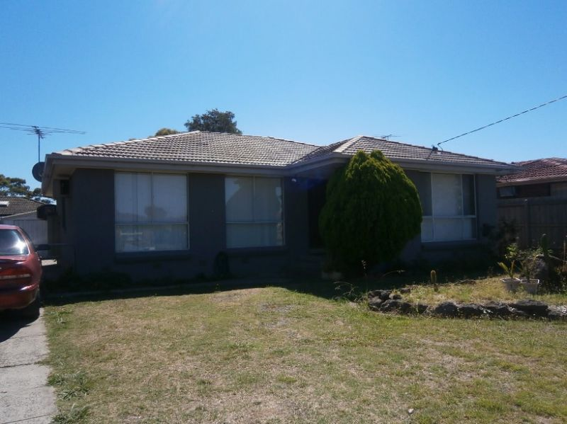 3 BEDROOM HOME WITH NEW KITCHEN!