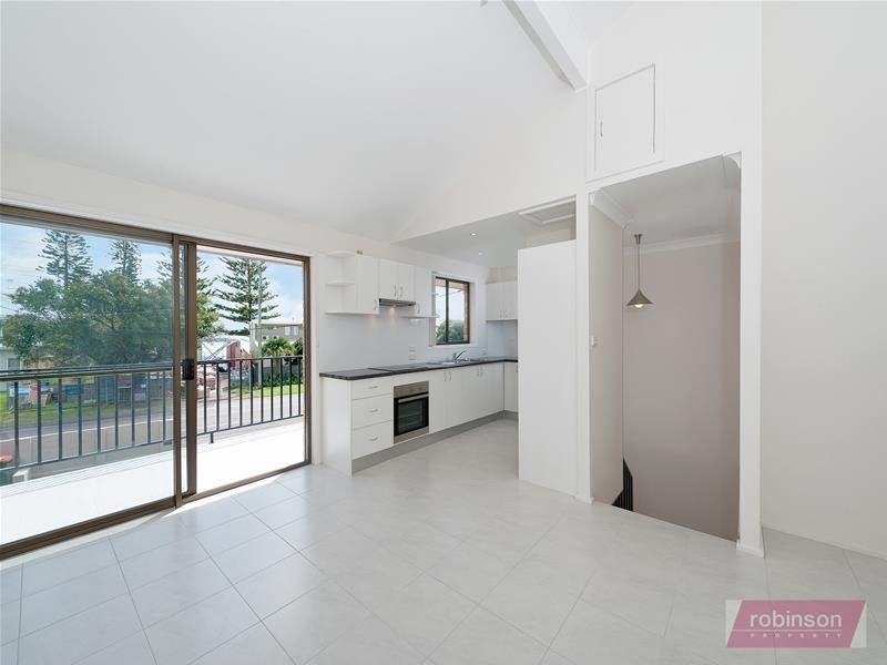 2/11 Sandy Point Road, Corlette