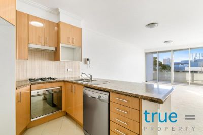 = HOLDING DEPOSIT RECEIVED = STUNNING TWO BEDROOM EXECUTIVE APARTMENT