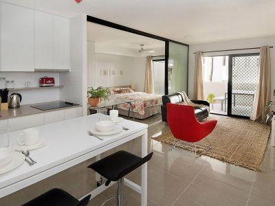 Sensational Inner City Modern Apartment!!