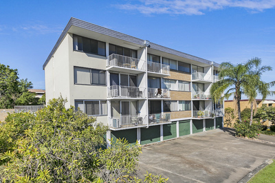 Fully renovated top floor apartment ready to move in