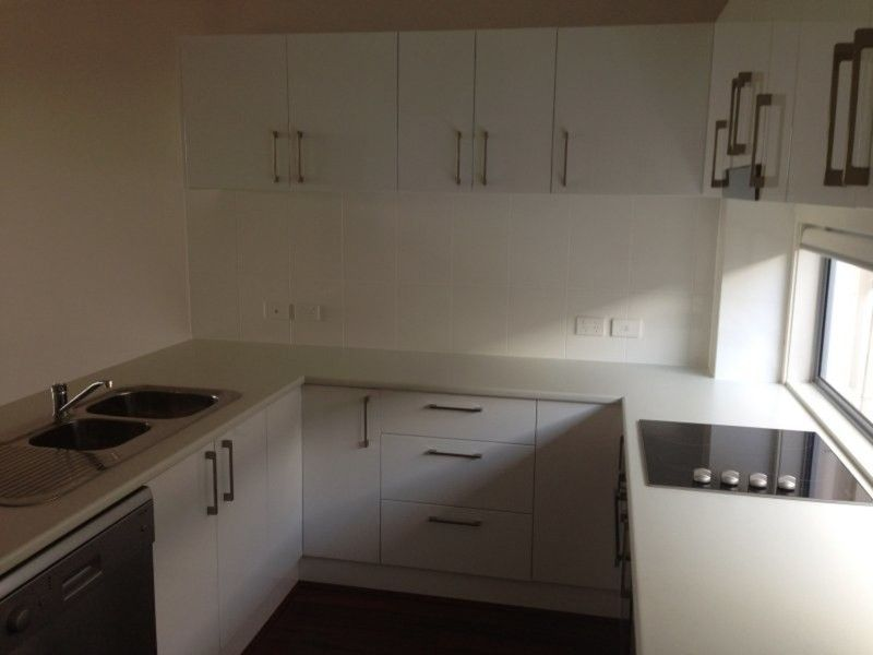 PET FRIENDLY TOWNHOUSE IN HEART OF CARINA