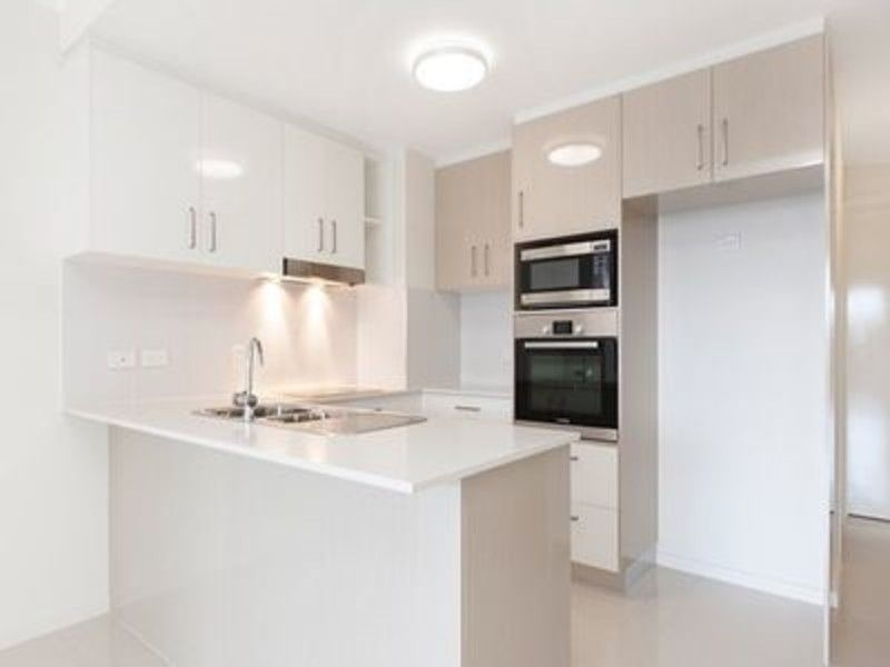FANTASTIC TWO BEDROOM UNIT IN HIGHGATE HILL