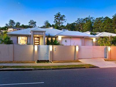Spacious & Style - 3 car garage - 1,104 sqm block