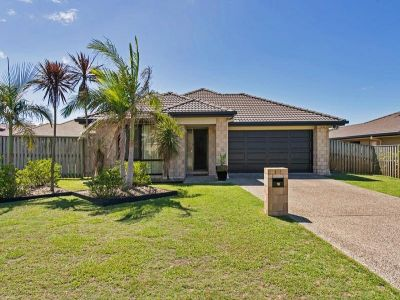 SNAP UP THIS IMPRESSIVE FAMILY RESIDENCE!