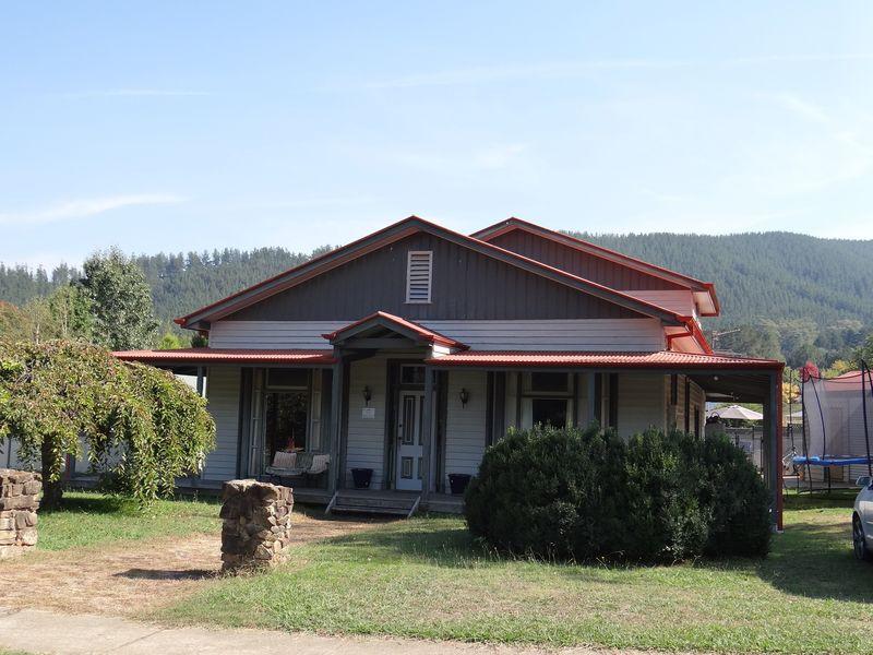 Period Home Located Close to Town (Circa 1898)