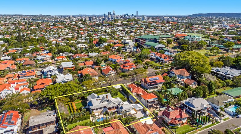 Additional photo for property listing at 'Linstarfield' Magnificent Colonial landmark  Clayfield, Queensland,4011 Australia