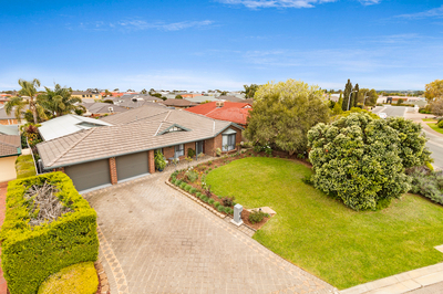 2 Brooks Circuit, Woodcroft