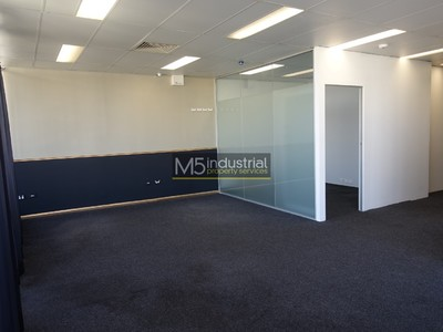 90sqm - Modern Office with Balcony