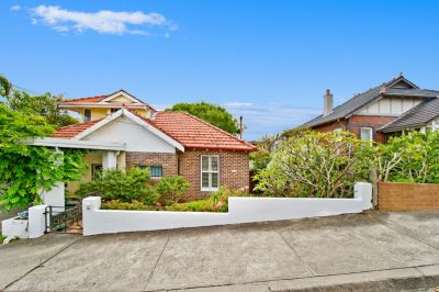This single storey semi is located in a picturesque pocket of Vaucluse between the harbour & the ocean.