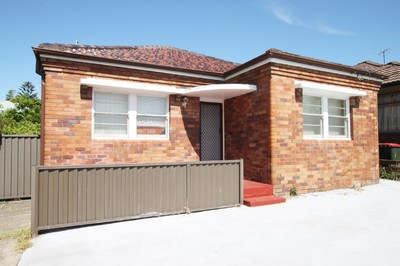 TWO BEDROOM HOUSE - GAS & ELECTRICITY INCLUDED!