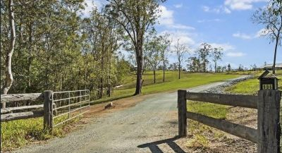 4.78Ha - LOTS OF LAND - SO CLOSE TO THE CITY!!