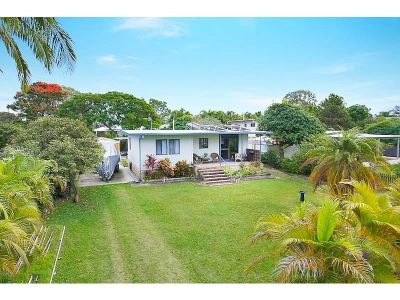 TWO BEDROOM COTTAGE ON 802m2 - SHORT WALK TO THE BOAT RAMP