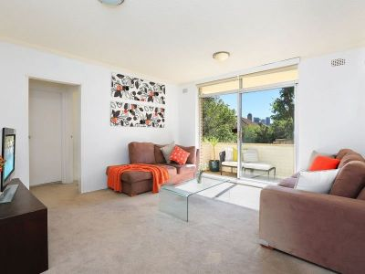 Appealing sun-drenched apartment, ideal entry