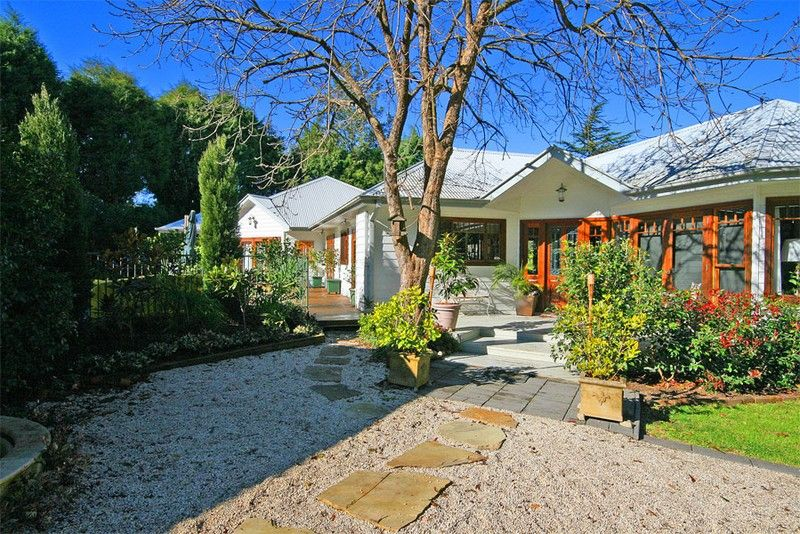 Stylish English style country home on small acres with separate guest accommodation/home office in Dural's Dress Circle location.