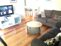 WOOLLAHRA. EDGECLIFF RD. 2 BED TOP FLOOR. LIGHT AND BRIGHT. SMART URBAN CONTEMPORARY APARTMENT. FULLY FURNISHED.