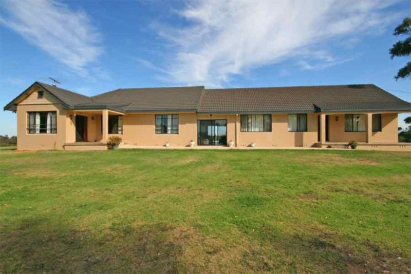 Bring the in-laws!  Dual Occupancy on 12 magical all arable acres, elevated setting with magnificent views.