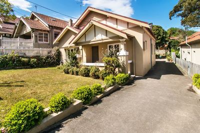 Renovated & Spacious 4 Bedroom Family Home. Fantastic Location!