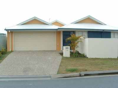 Spacious Designed Duplex with Air Conditioning - Upper Coomera