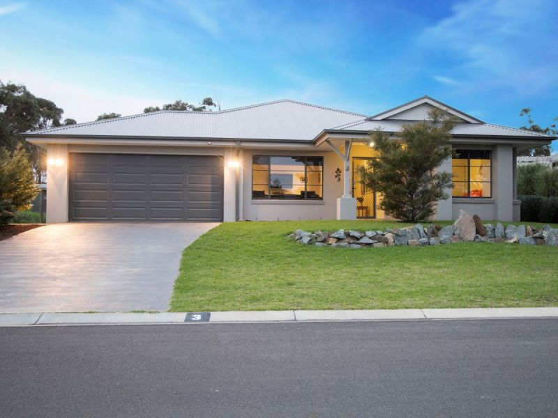 BEAUTIFULLY PRESENTED CONTEMPORARY HOME