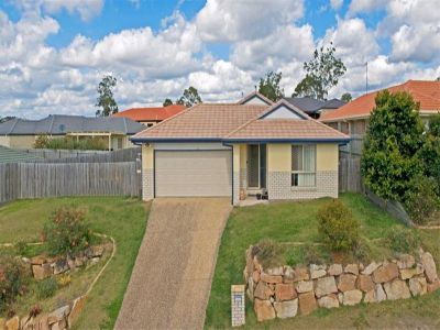 Roomy 4 Bedroom Home - Upper Coomera