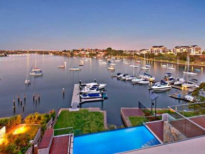 World class luxury amid a stunning harbour backdrop