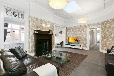 Grand, house-like apartment, timeless elegance, Harbour views