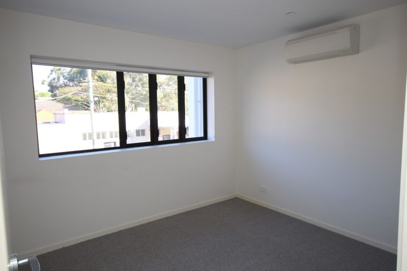 AS NEW 1 BEDROOM UNIT IN THE HEART OF HAWTHORNE