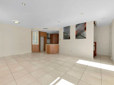 Huge 3 Bedroom Modern Townhome in the Heart of Spring Hill Close to all the Brisbane CBD Has to Offer - COURTYARD - HUGE STORAGE SPACE