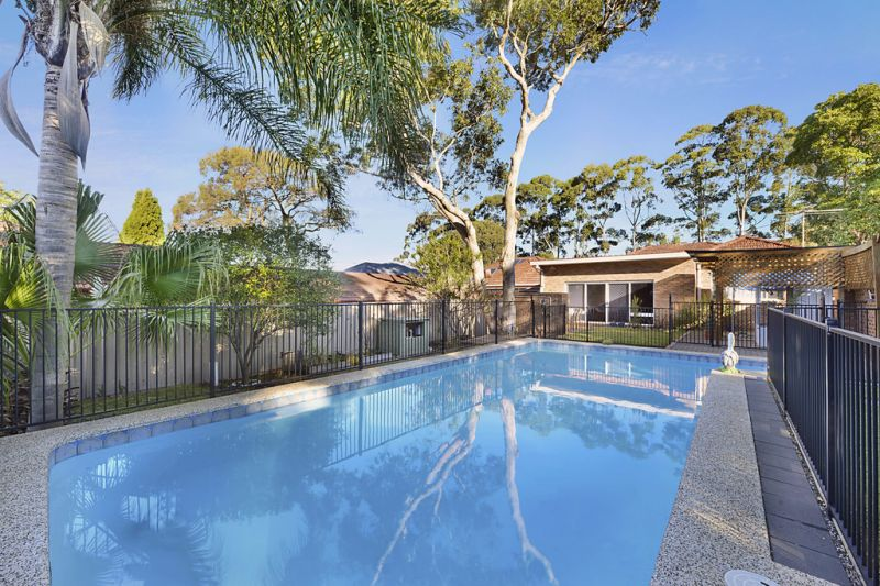 LARGE FAMILY HOME IN SOUGHT AFTER LOCATION