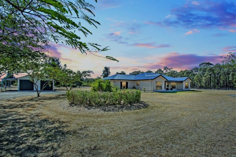 PRIVATE, CUL DE SAC, ACREAGE LIVING – AN ABSOLUTE STUNNER