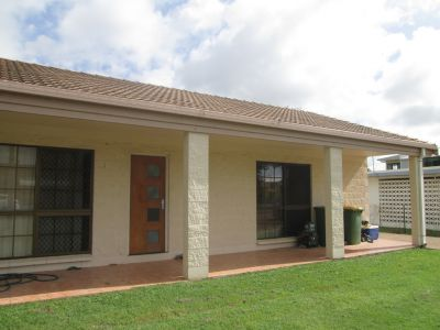 Simple, Convenient & Spacious  Walking Distance to Townsville Turf Club!