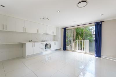 Charming 2 bedroom freestanding home