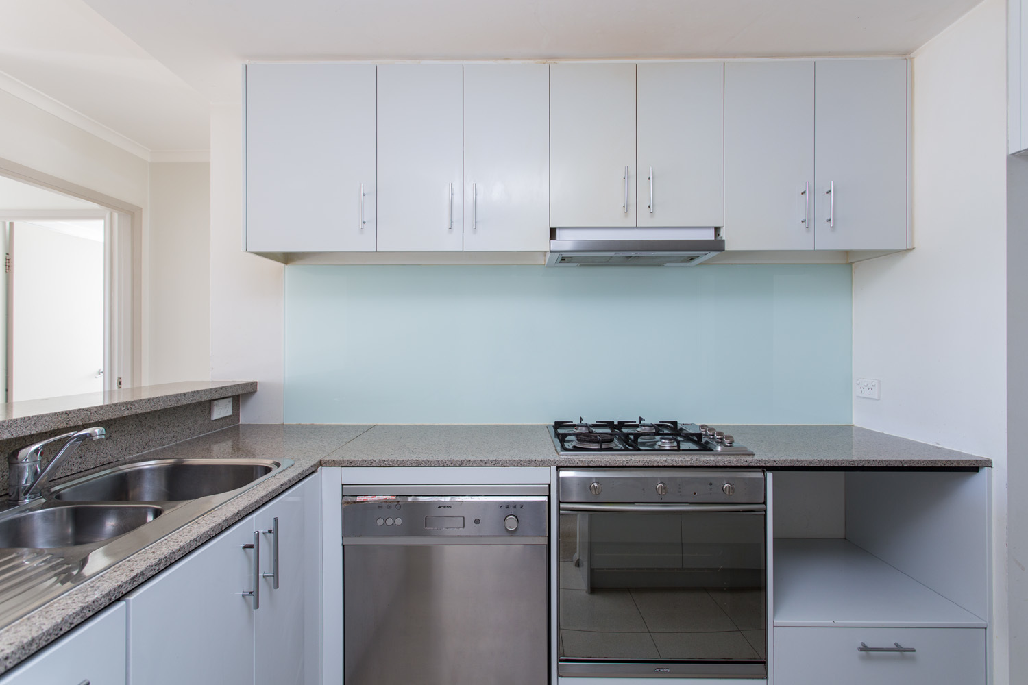 Modern 2 Bedroom Apartment - walking distance to station