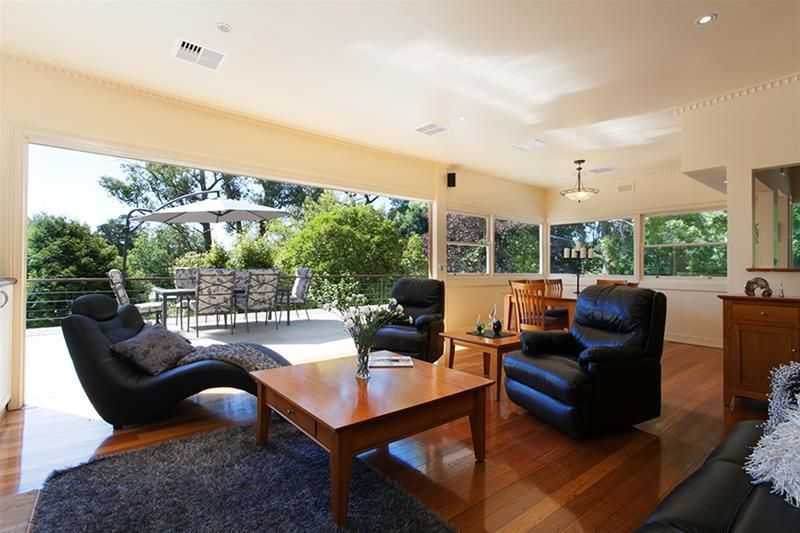 Hordern House: Elegant and Modern set on 3500 sqm (approx) of beautiful established gardens