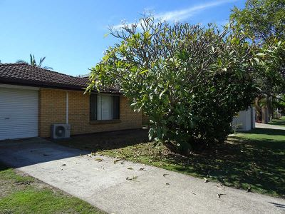 GORGEOUS 2 BEDROOM HOUSE - CLOSE TO BROADWATER