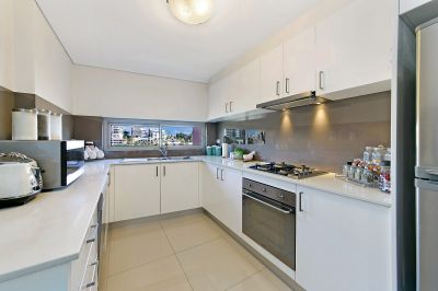 MODERN APARTMENT IN AUSTRALIA'S SECOND OLDEST CITY!