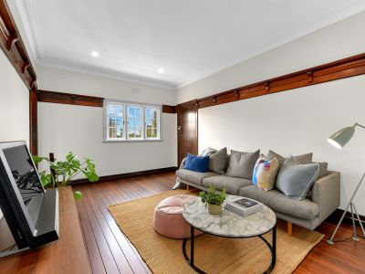 Beautifully Renovated Art Deco Apartment - Spectacular Value  + Sun Room