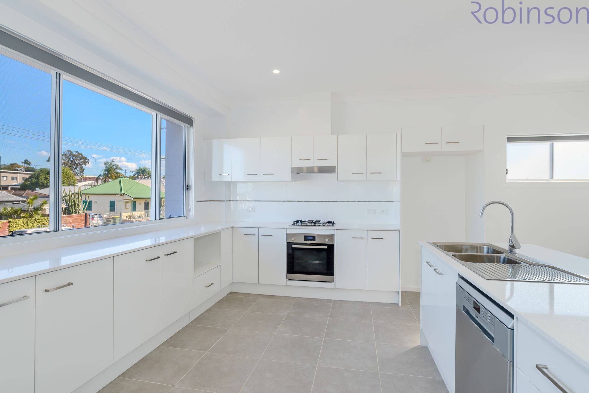 2/568 Glebe Road, Adamstown