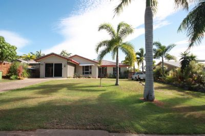 Large Family Home| Walking Distance to Beach
