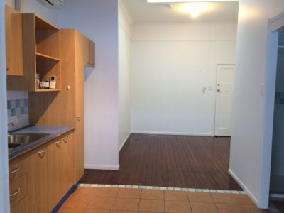 STUDIO APARTMENT ON MORAY STREET!!!