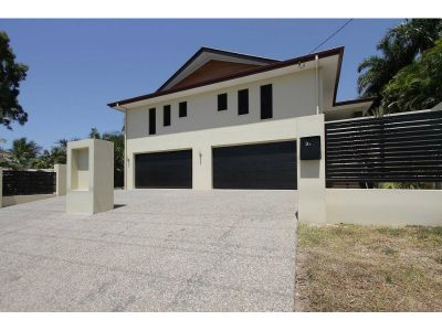 Enormous home - Superb design!