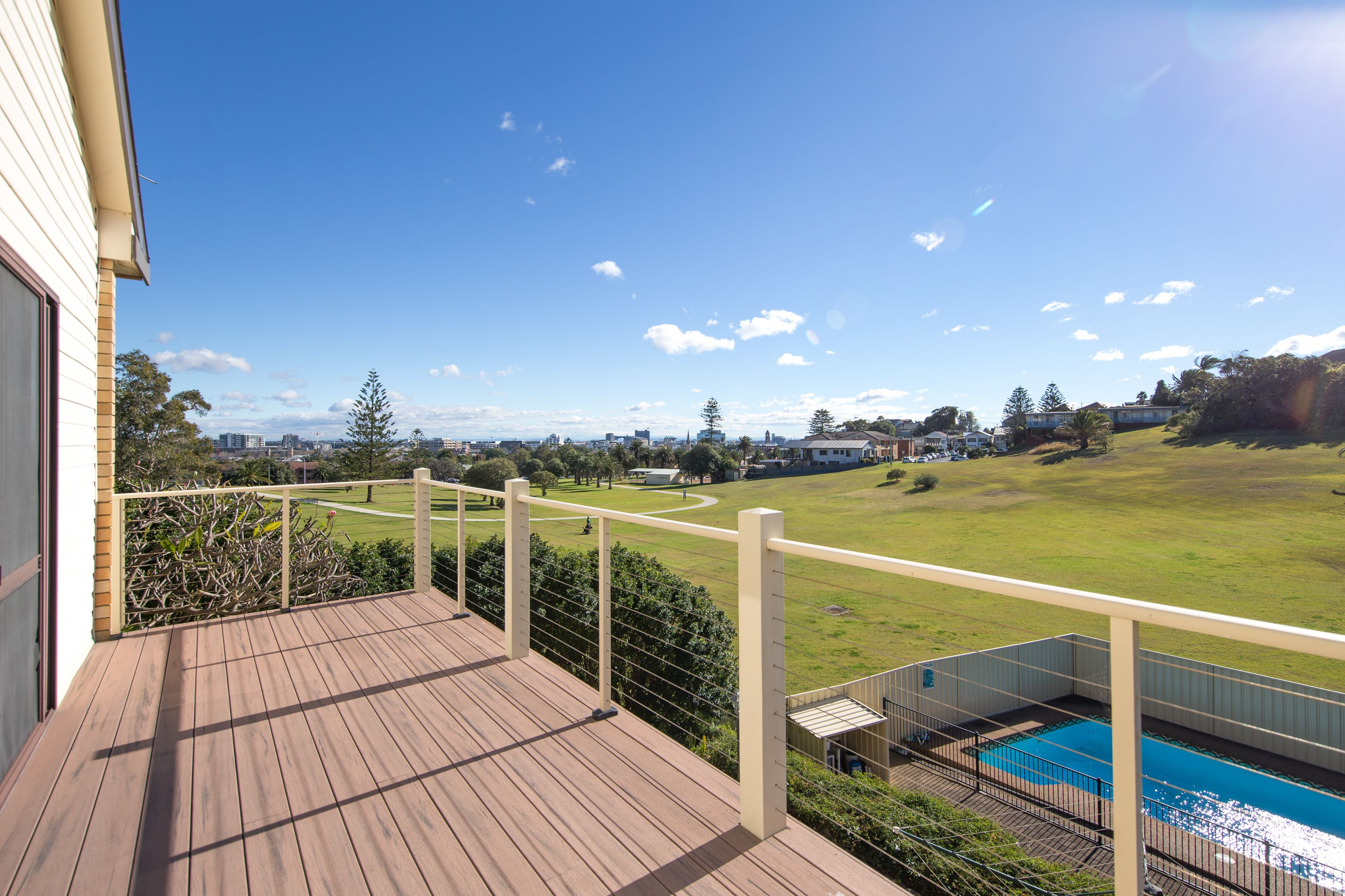 96 Nesca Parade, The Hill